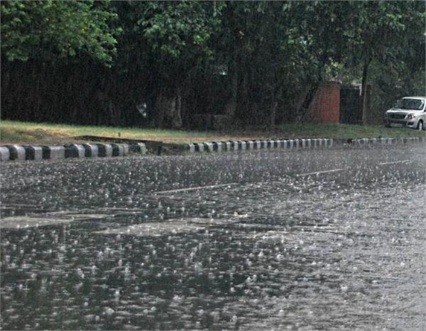 दिल्ली एनसीआर में अगले तीन दिनों तक हो सकती है तेज बारिश, मौसम विभाग ने जारी किया अलर्ट
