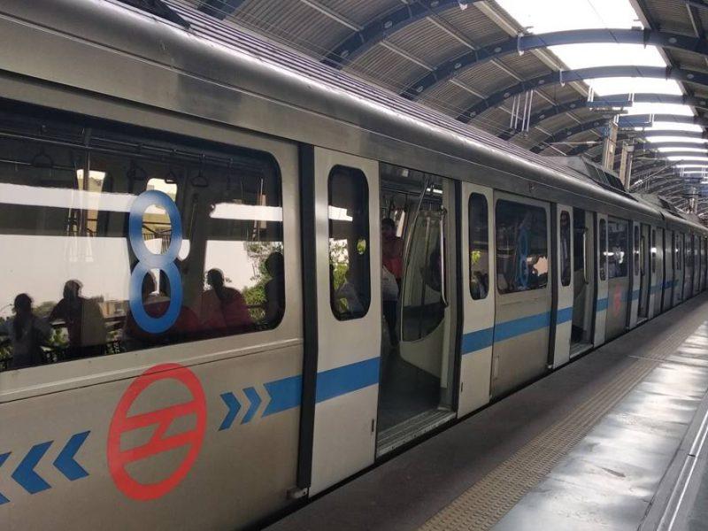 पीक ऑवर में 30 मिनट के अंतर पर चलेगी दिल्ली मेट्रो, पहले दिन इन स्टेशनों के एंट्री पर लगी रोक : DMRC
