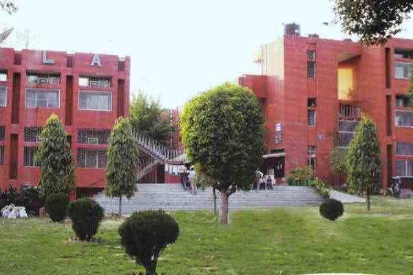 कोरोना का बढ़ता कहर, दिल्ली यूनिवर्सिटी ने ऑनलाइन कक्षाएं 16 मई तक स्थगित की